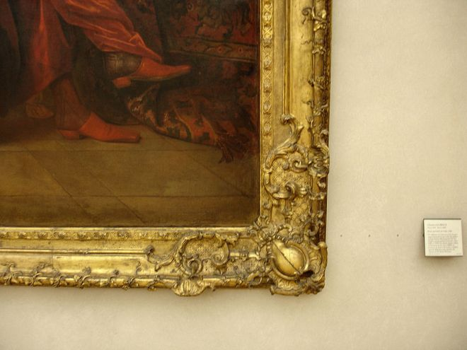A moulded golden plaster frame from the 19th century.