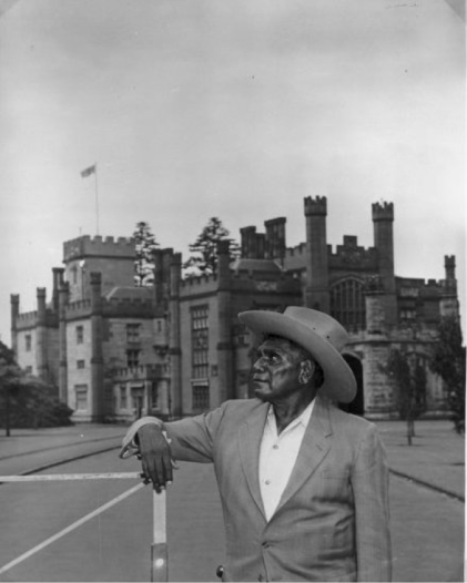 Namatjira outside the government house in Sydney, 1947